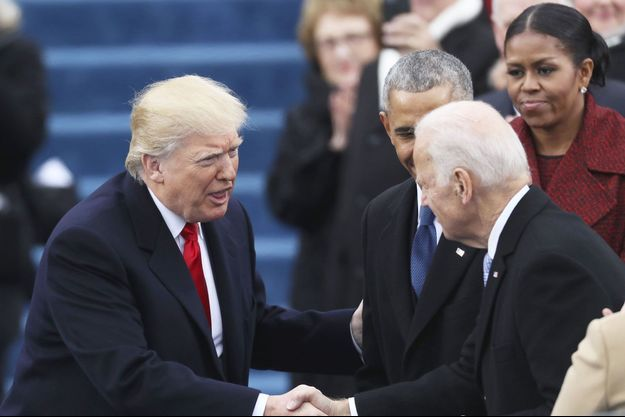 Donald Trump salue Joe Biden le 20 janvier 2017, jour de son investiture.