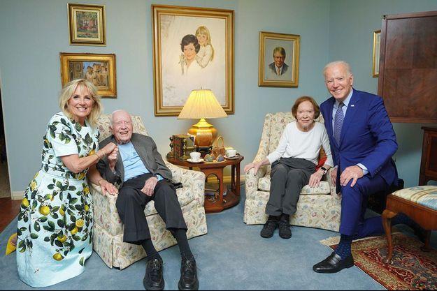 Joe et Jill Biden pose avec Jimmy et Rosalynn Carter.