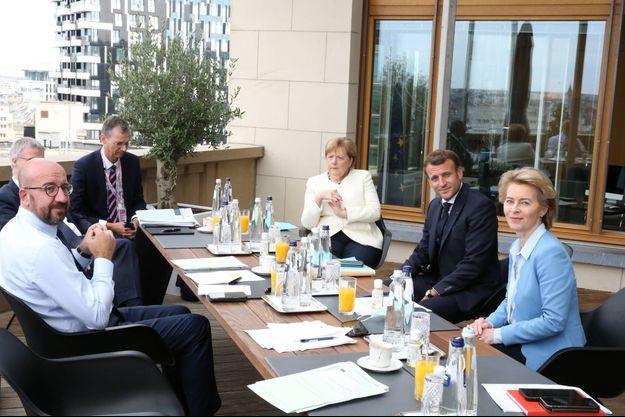 Charles Michel, Angela Merkel, Emmanuel Macron et Ursula von der Leyen à Bruxelles.