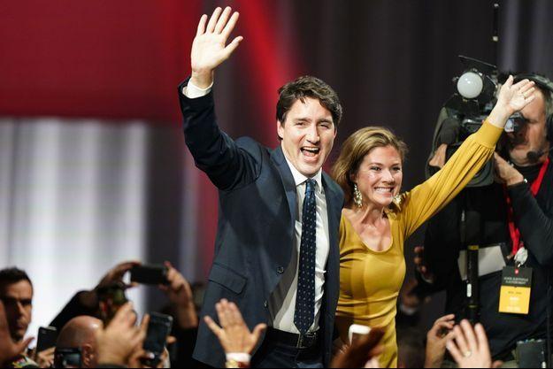 Justin Trudeau et son épouse Sophie Gregoire Trudeau célèbrent la victoire.