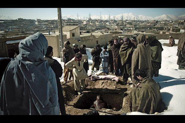 L'enterrement de Khan : selon la tradition, seuls les hommes y assistent.