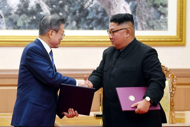 Le leader nord-coréen Kim Jong Un et le président sud-coréen Moon Jae-in.