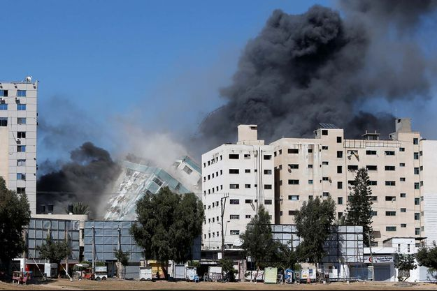 L'immeuble abritant les locaux de la chaîne de télévision qatarie Al-Jazeera et l'agence de presse américaine Associated Press (AP) a été bombardé à Gaza.