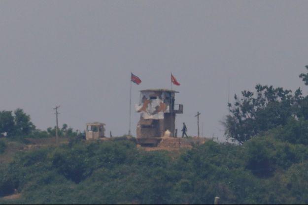 Un soldat nord-coréen à la frontière, le 16 juin 2020.