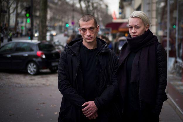 Piotr Pavlenski et sa femme Oksana Chaliguina en janvier 2017 à Paris.