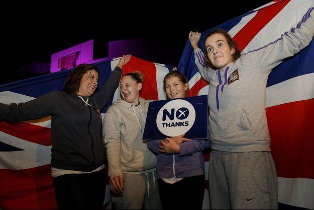 """A Edimbourg, les partisans du """"non"""" célèbrent leur victoire."""