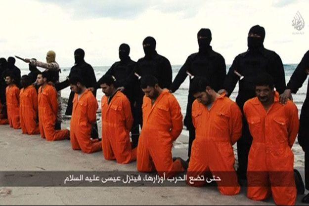 21 chrétiens coptes mis à mort par EI, près de Tripoli en Libye.