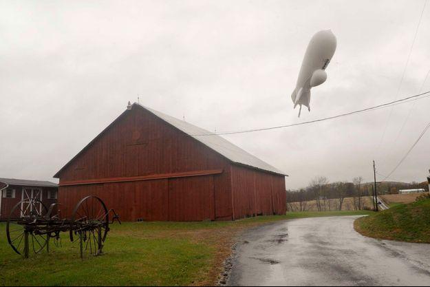 Le ballon de surveillance militaire à la dérive dans le ciel américain.