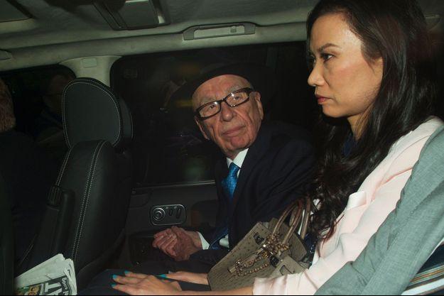 26 avril 2012, à Londres. Le couple se rend à la Cour royale de justice où Rupert Murdoch doit être auditionné dans l'affaire des écoutes téléphoniques du tabloïd anglais « News of the World », l'une de ses sociétés.