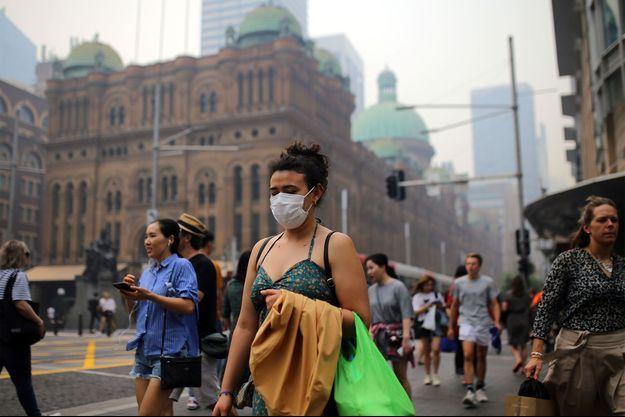 L'Est de l'Australie était recouvert mardi d'un brouillard de fumées toxiques.