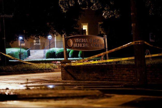L'homme a ouvert le feu au Virginia Beach Municipal Center.