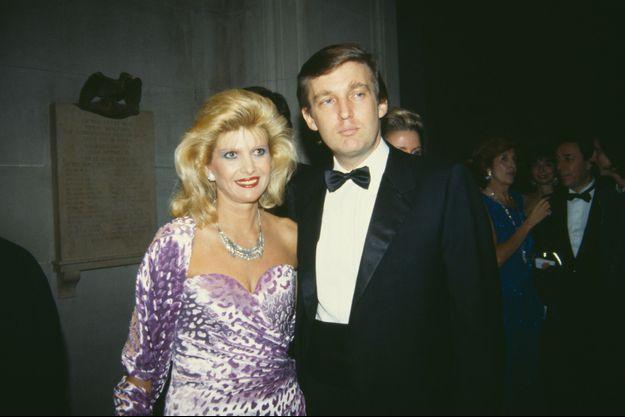 Ivana et Donald Trump au Metropolitan Museum of Art à New York en 1985.