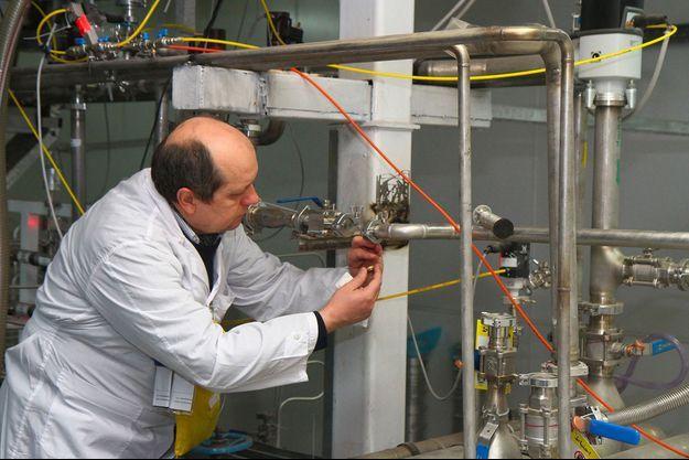 Le 20 janvier 2014, sur le site de Natanz, en Iran, des inspecteurs de l'Agence internationale de l'énergie déconnectent le dispositif permettant l'enrichissement d'uranium à 20%. Cette mesure précédait la signature d'un accord historique, qui a depuis été rejeté par Donald Trump.