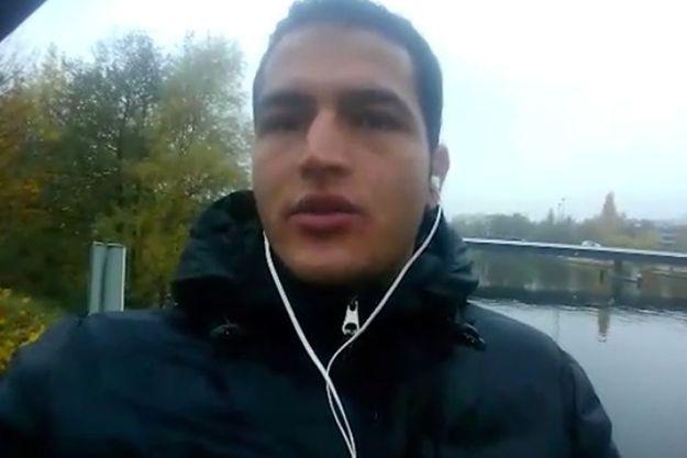Anis Amri dans la vidéo diffusée par le groupe terroriste Etat islamique.