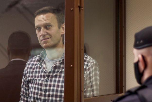Le chef de l'opposition russe Navalny assiste à une audience à Moscou samedi.