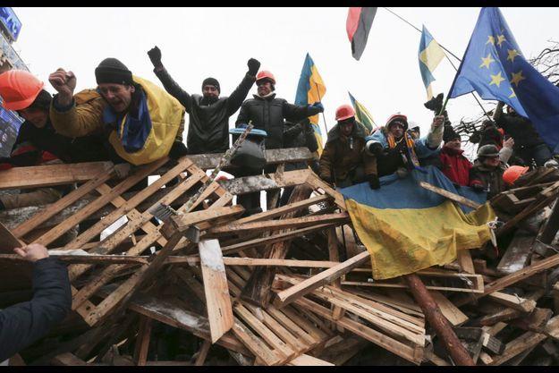 Environ 25 000 personnes se réunissaient place de l'Indépendance, à Kiev, comme chaque soir depuis fin novembre.