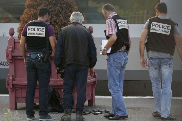 Le terroriste du Thalys était armé d'un fusil d'assaut kalachnikov et en possession de neuf chargeurs, d'un pistolet Luger et d'un cutter