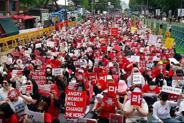 Manifestation de femmes contre la pornographie par caméra-espion, en juin 2018 à Séoul.