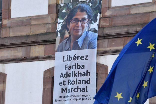 La condamnation de Fariba Adelkhah a été confirmée en appel. Ici une banderole de soutien affichée sur la mairie de Strasbourg, en février 2020.