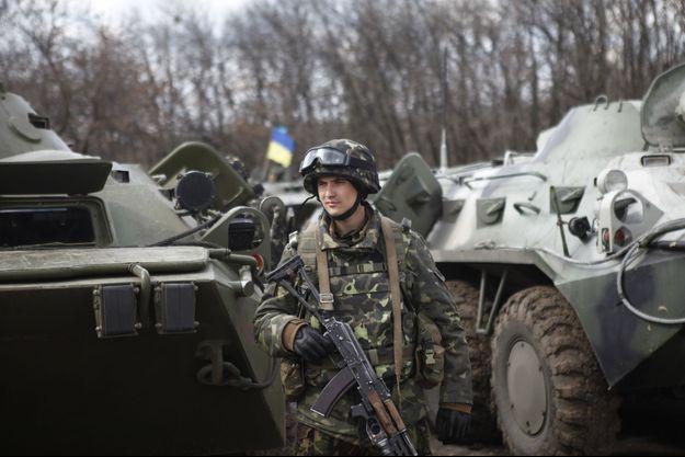 Des troupes parachutistes s'étaient regroupées à Izyum, 40 km au nord, avant l'assaut aéroporté sur l'aéroport de Kramatorsk.
