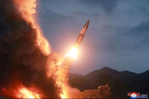 La Corée du Nord teste une nouvelle arme, dans cette photo non datée publiée le 11 août.
