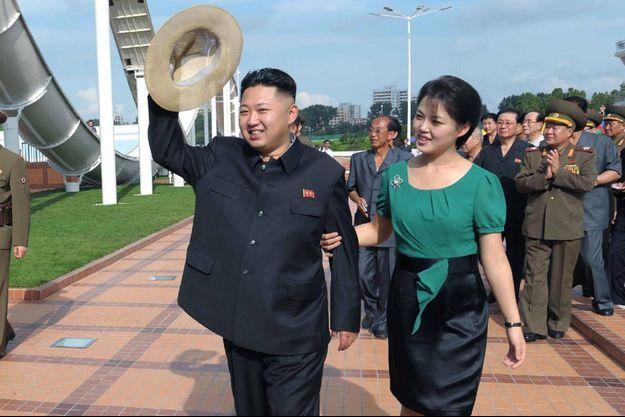 Kim Jong Un et sa femme Ri Sol Ju, sur une image diffusée en juillet 2012.