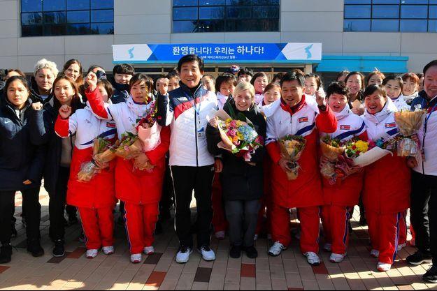 Arrivée des athlètes nord-coréennes pour l'équipe unifiée de hockey, en janvier 2018.