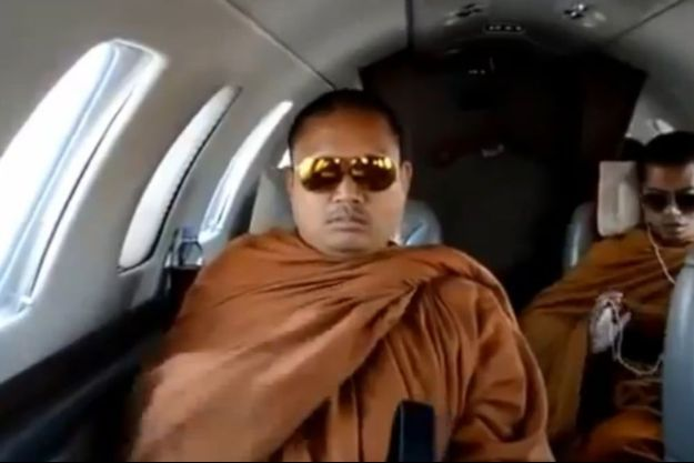 Luang Pu Nen Kham Chattiko, de moine bouddhiste à criminel recherché.