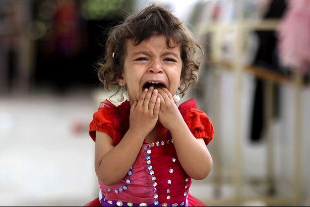 Une fillette dans une école accueillant des déplacés à Sanaa.