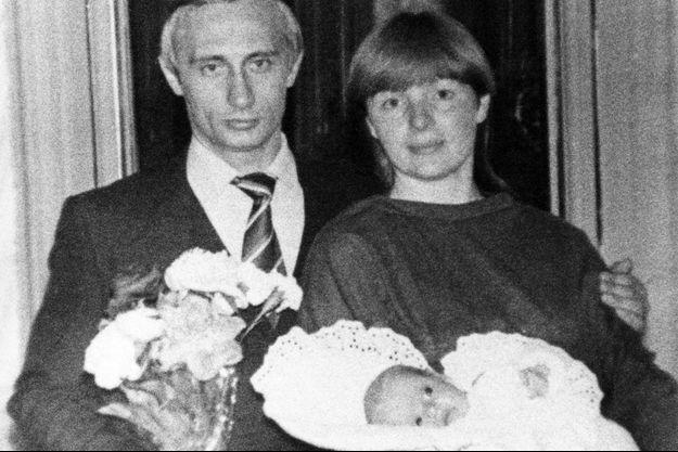 Vladimir Poutine avec son ex-femme Lyudmila et leur fille Ekaterina, en 1985.