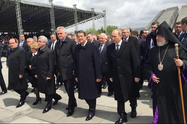 Vladimir Poutine et François Hollande à Erevan, vendredi, pour le centanaire du génocide arménien.