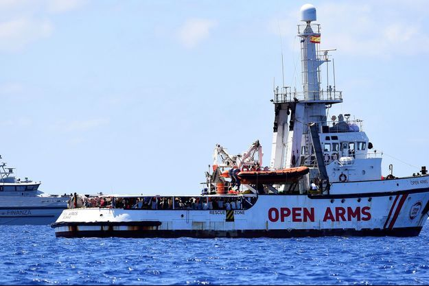 Le navire Open Arms non loin de Lampedusa.