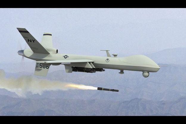Un MQ-9 Reaper tire son missile Hellfire à guidage laser. En anglais, « reaper » signifie « faucheuse ».