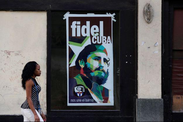 A La Havane, le culte de Fidel Castro perdure sur les murs de la ville.