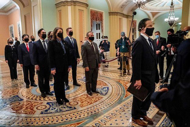 Les neuf élus démocrates ont transmis la mise en accusation de Donald Trump au Sénat, le 25 janvier 2021.