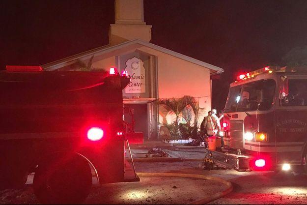 La photo de l'incendie partagée par le Centre islamique de Fort Pierce.