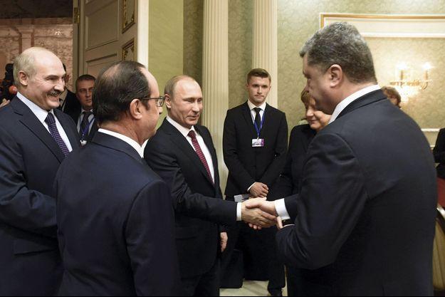 Mercredi 11 février, dans le hall du palais de l'Indépendance de Minsk, rencontre des frères ennemis, Vladimir Poutine et Petro Porochenko, entourés d'Angela Merkel, de François Hollande et du président biélorusse Alexandre Loukachenko