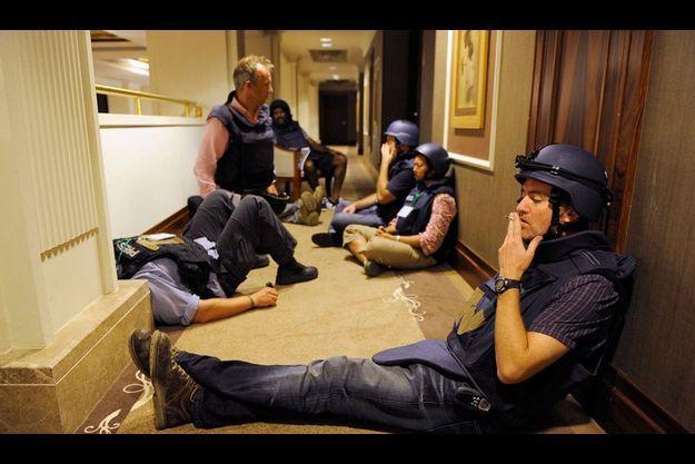 Le photographe de Reuters Paul Hackett était lui aussi prisonnier du Rixos. Comme son compagnon d'infortune, Matthew Chance, il a continué de faire son job.