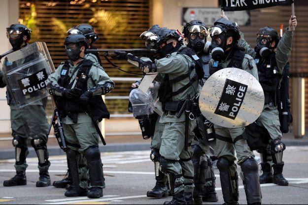 Policiers à Hong Kong, le 8 décembre 2019.