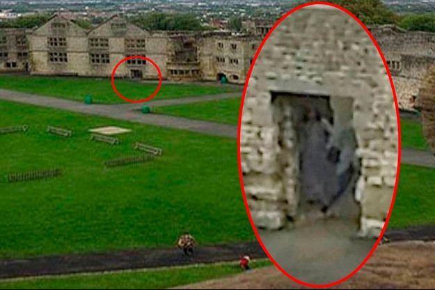 Une jeune Anglaise, Amy Harper, a photographié cette silhouette qui pourrait être la Dame en gris du château de Dudley dans les Midlands.