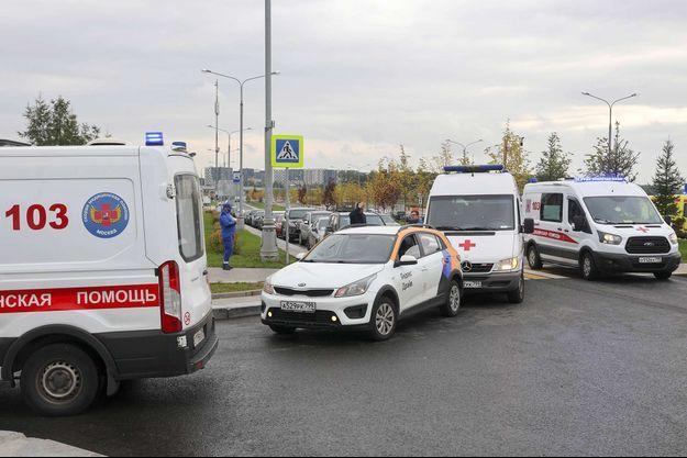 Des ambulances arrivent au centre hospitalier de Novomoskovsky, en Russie, le 23 septembre 2021.