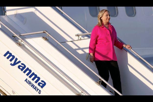 Hillary Clinton à son arrivée à l'aéroport de Naypitaw.