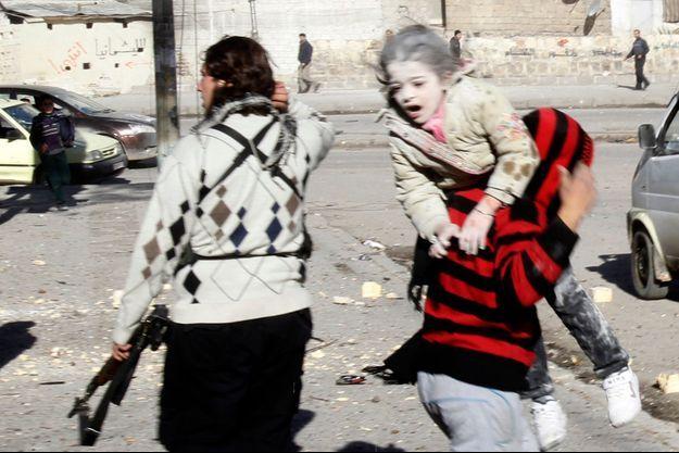 Après une attaque aérienne des troupes de Bashar al-Assad à Alep, en décembre 2013.