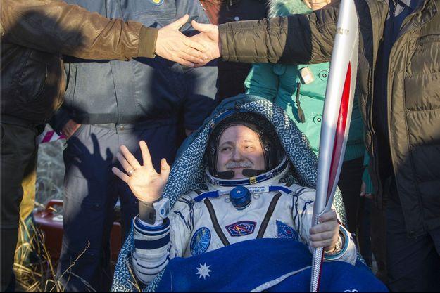 Le cosmonaute russe Fyodor Yurchikhin avec la torche olympique