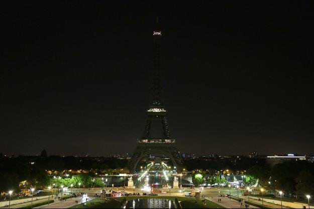 La Tour Eiffel avait déjà été éteinte en hommage au Manchester.