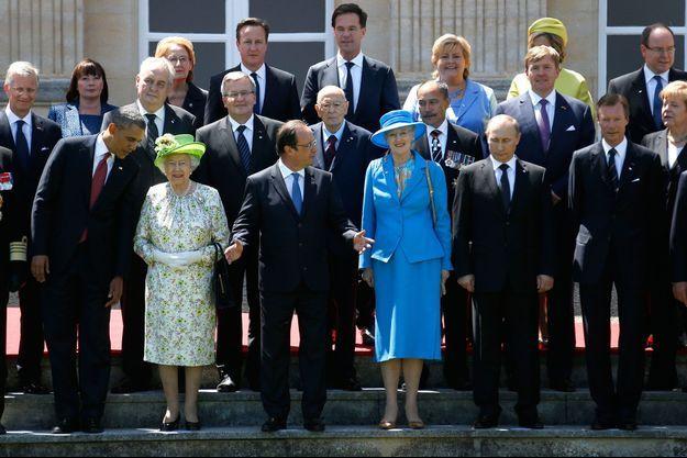 Le 6 juin, François Hollande, Barack Obama, la reine Elizabeth II, Vladimir Poutine, Angela Merkel, Petro Porochenko (Ukraine), et David Cameron prennent la pose devant le château de Benouville.