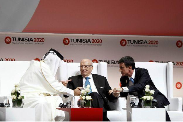 Le 29 novembre 2016, le président Beji Caïd Essebsi accueille l'émir du Qatar Temim Al-Thani et le Premier ministre Manuel Valls au Palais des Congrès à Tunis