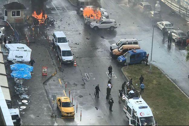 De nombreuses victimes sont à redouter, à Izmir.