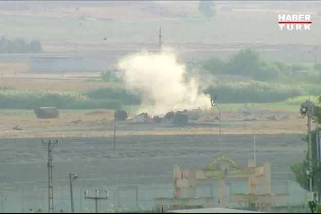 Une explosion en Syrie, vue depuis le côté turc de la frontière, mercredi, lors de l'offensive d'Ankara.