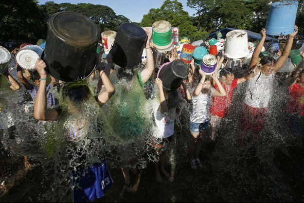 "Le ""Ice Bucket Challenge"" aux Philippines."